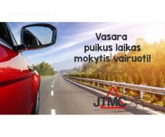 Vasara puikus laikas mokytis vairuoti!